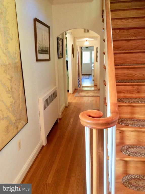 Bent railings & hardwood stair/halls. - 18217 CANBY RD, LEESBURG