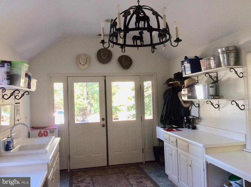 19 ft mud/laundry w/ built ins wrought iron! - 18217 CANBY RD, LEESBURG