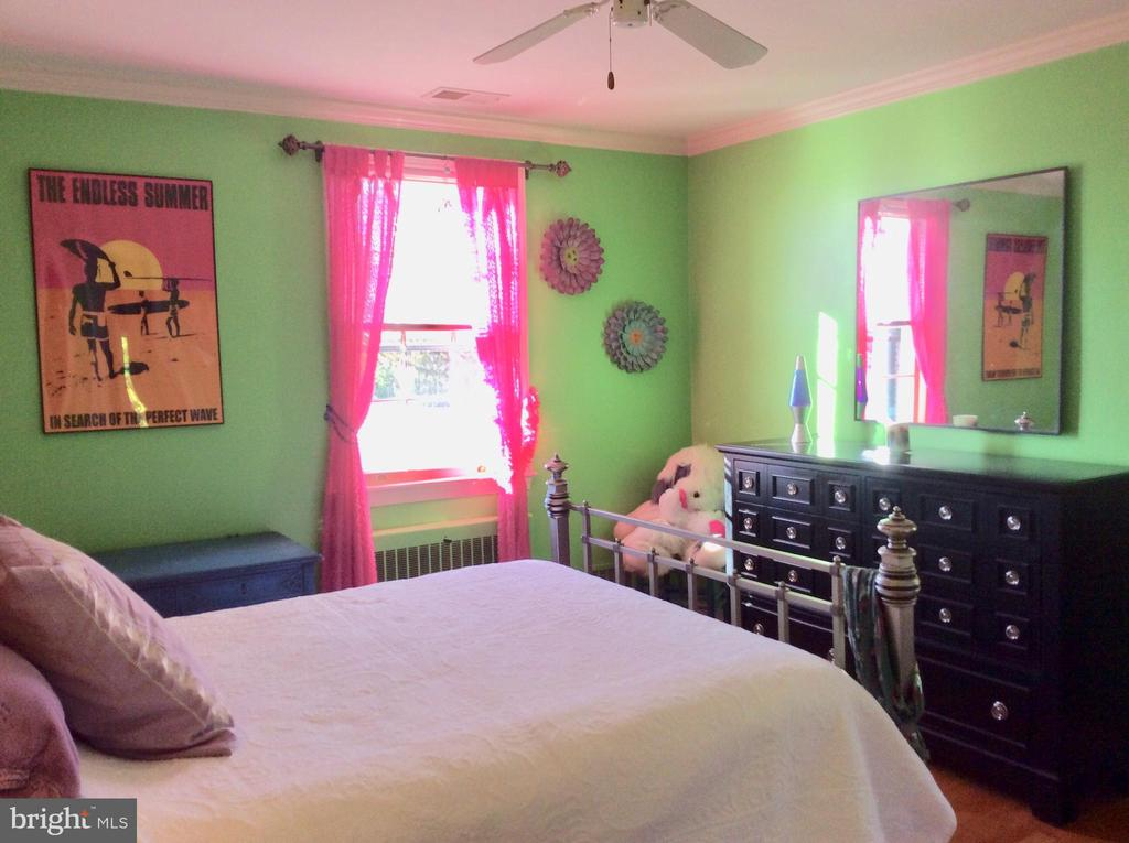 2nd Bedroom w/ en suite full bath! - 18217 CANBY RD, LEESBURG