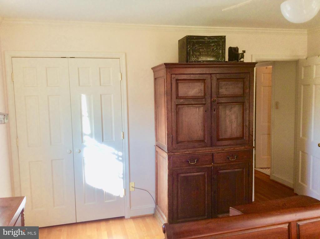 Double door closet in Master w/ HW floors. - 18217 CANBY RD, LEESBURG
