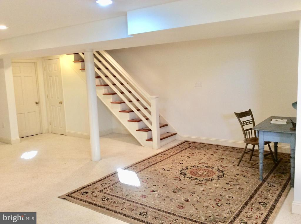 LL studio/rec room/office w/ recessed lighting. - 18217 CANBY RD, LEESBURG