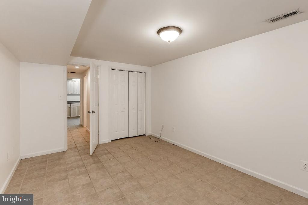 Bonus  Basement  room/den - 203 BOOKHAM LN, GAITHERSBURG