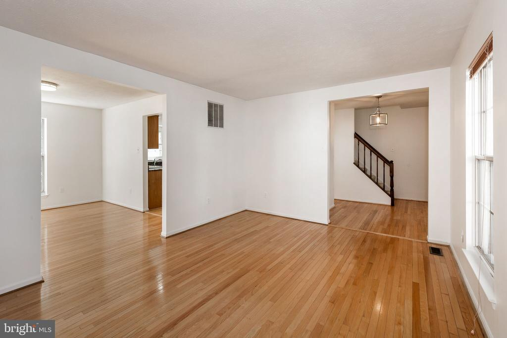 Living room - 203 BOOKHAM LN, GAITHERSBURG