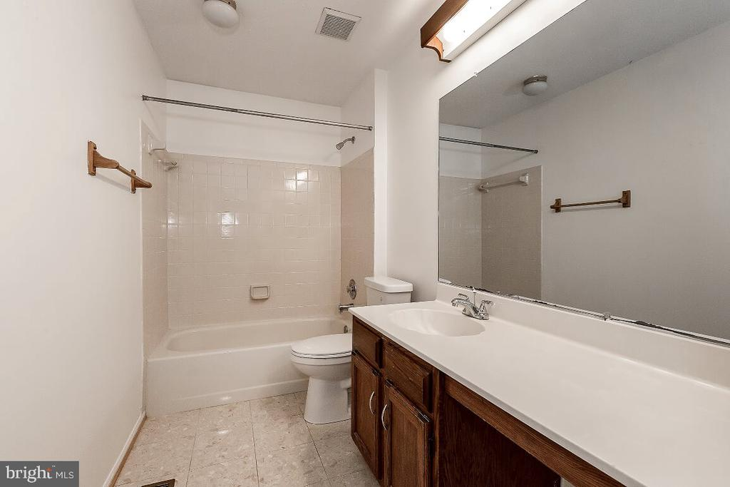 Hallway Bathroom - 203 BOOKHAM LN, GAITHERSBURG