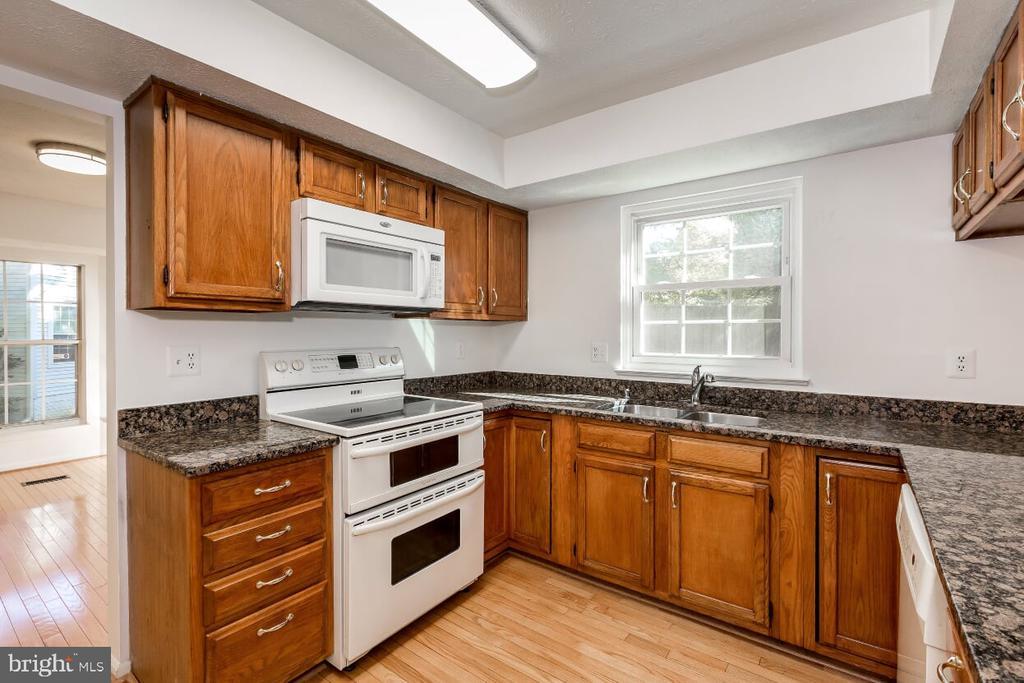 Kitchen - 203 BOOKHAM LN, GAITHERSBURG