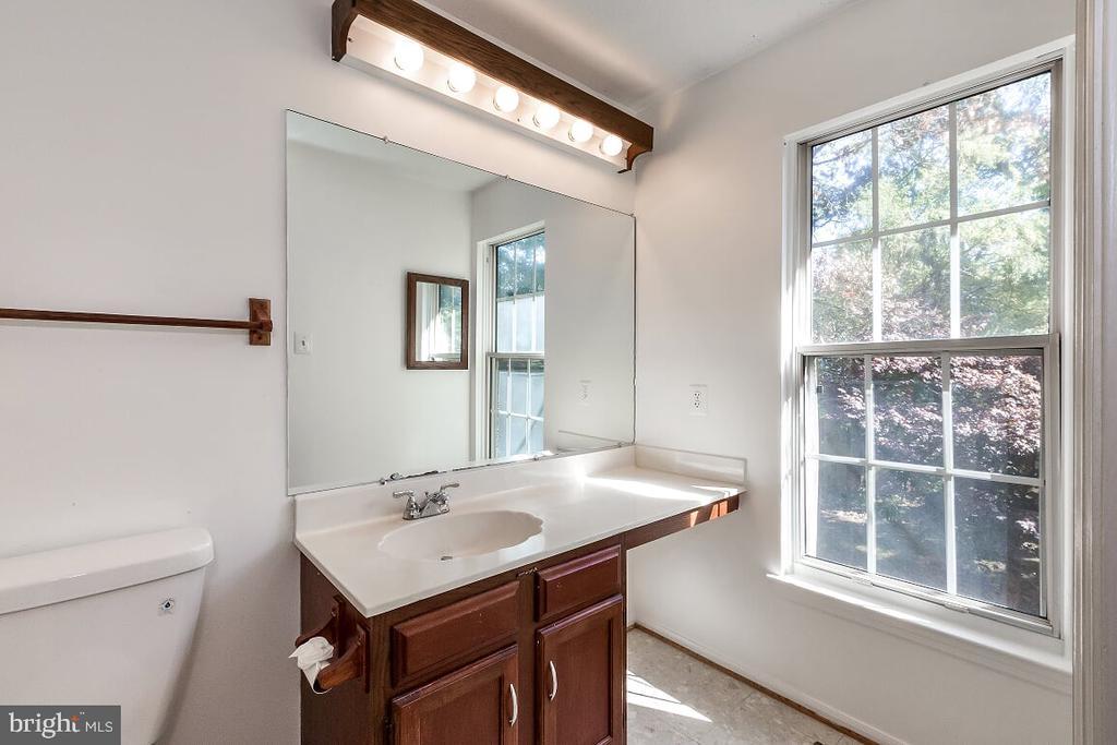 Master Bedroom Bath - 203 BOOKHAM LN, GAITHERSBURG