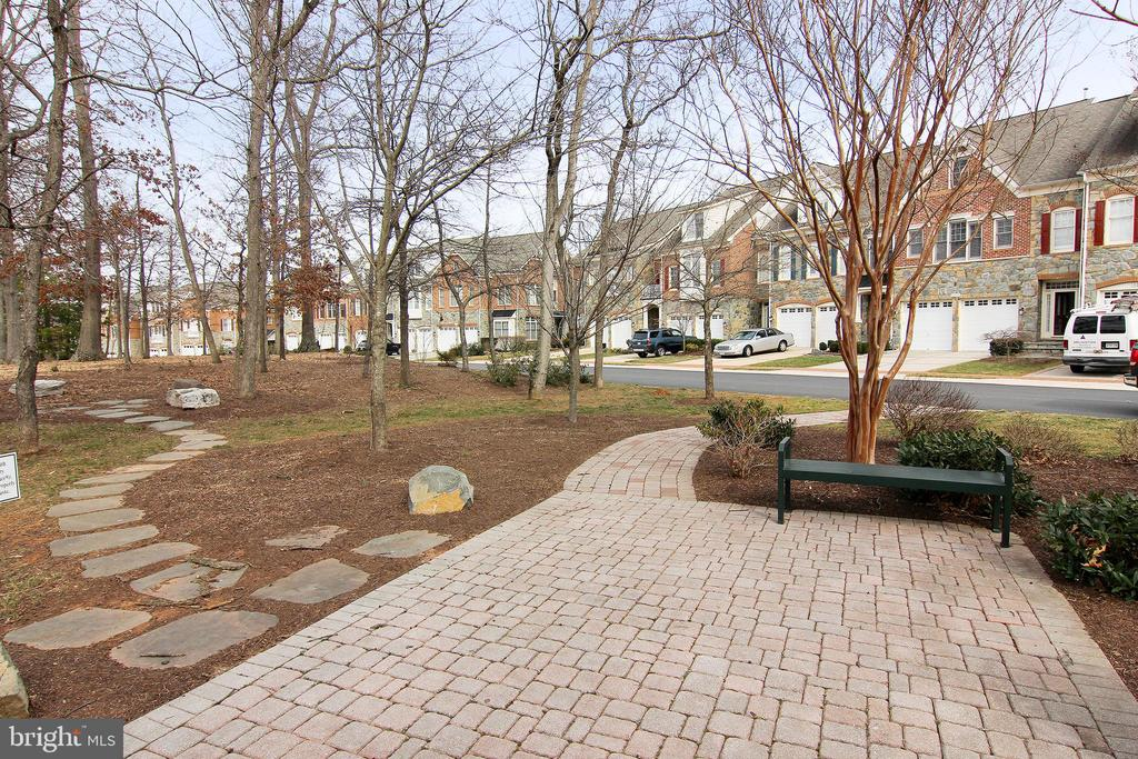 Community Courtyard with Benches. - 18229 CYPRESS POINT TER, LEESBURG