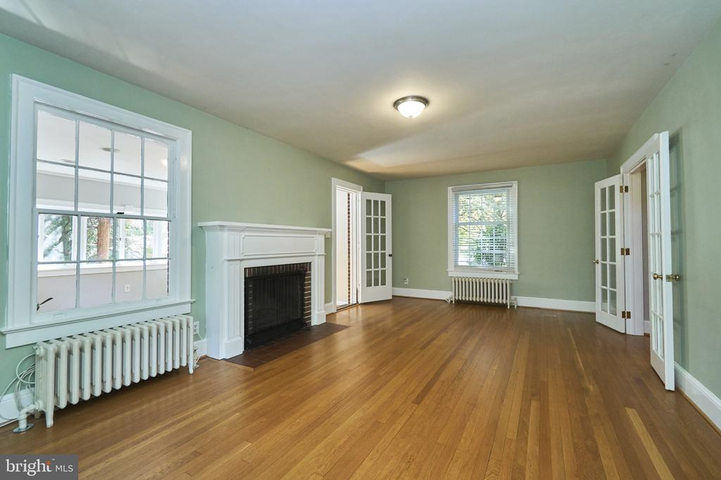 Large Living Room with WB Fireplace - 1901 N GLEBE RD, ARLINGTON