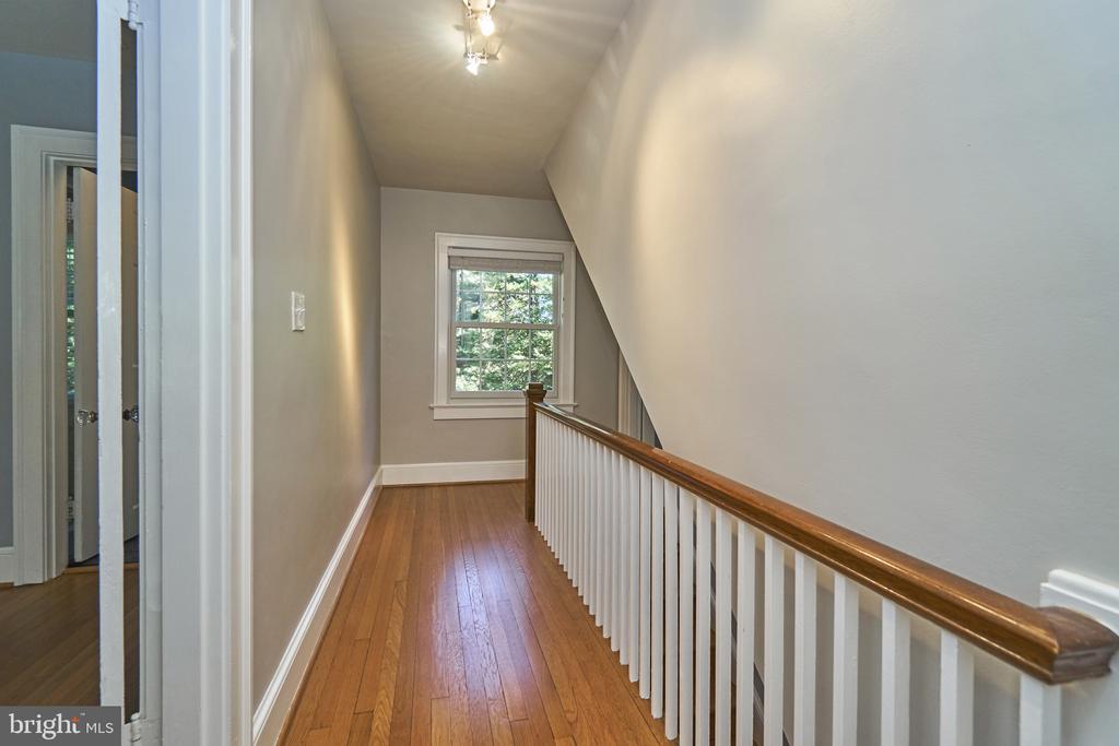 Hardwood floors throughout home - 1901 N GLEBE RD, ARLINGTON