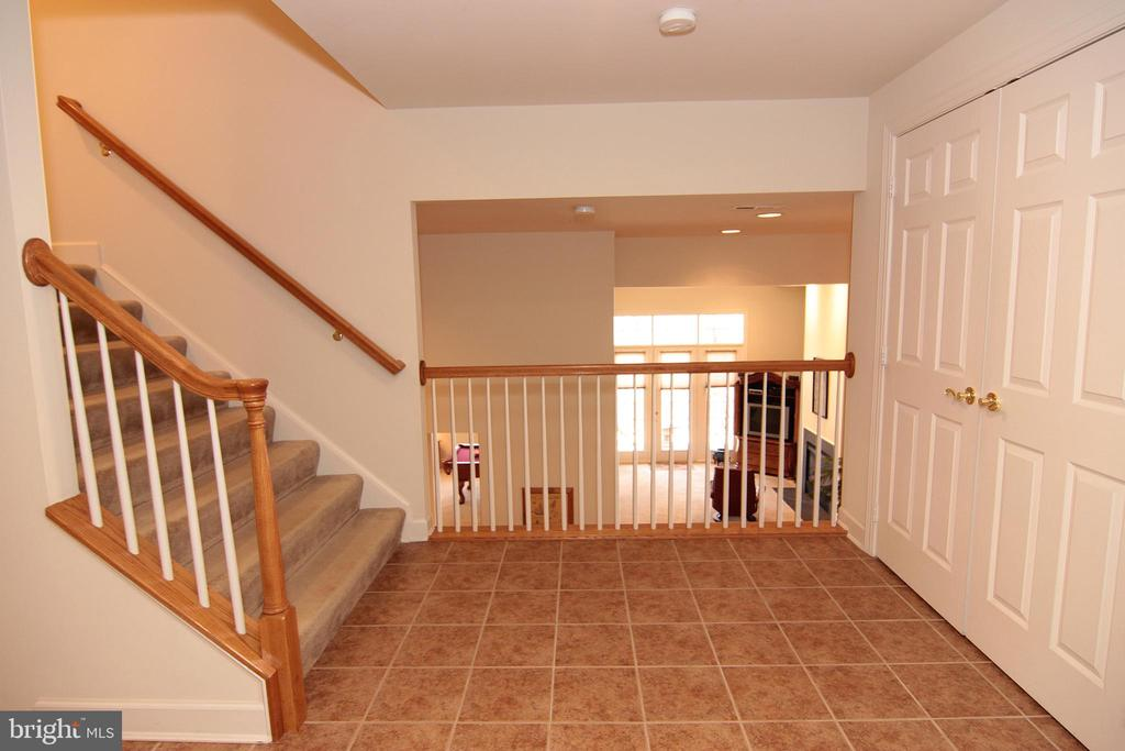 Mid Level Mudroom Overlooks Walk-Out Lower Level. - 18229 CYPRESS POINT TER, LEESBURG