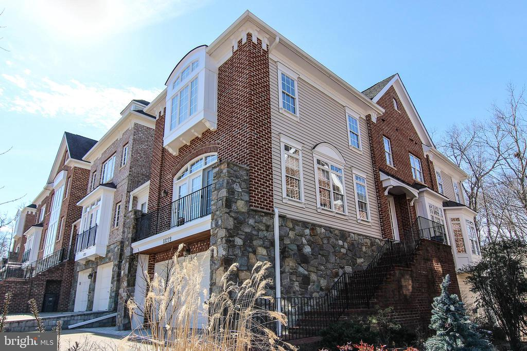 Stunning Mitchell & Best Townhome. - 18229 CYPRESS POINT TER, LEESBURG
