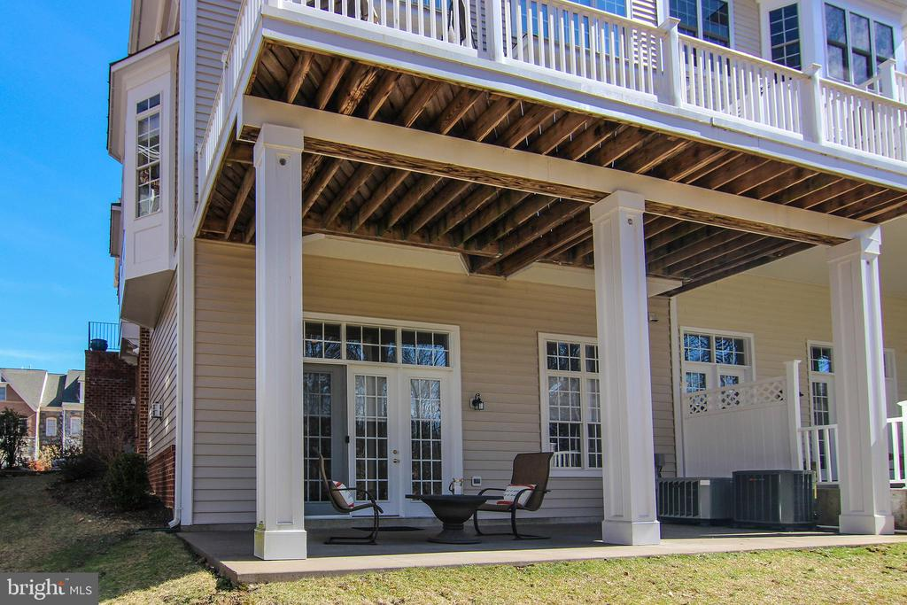 Two Levels to Enjoy the Privacy of Your Backyard. - 18229 CYPRESS POINT TER, LEESBURG