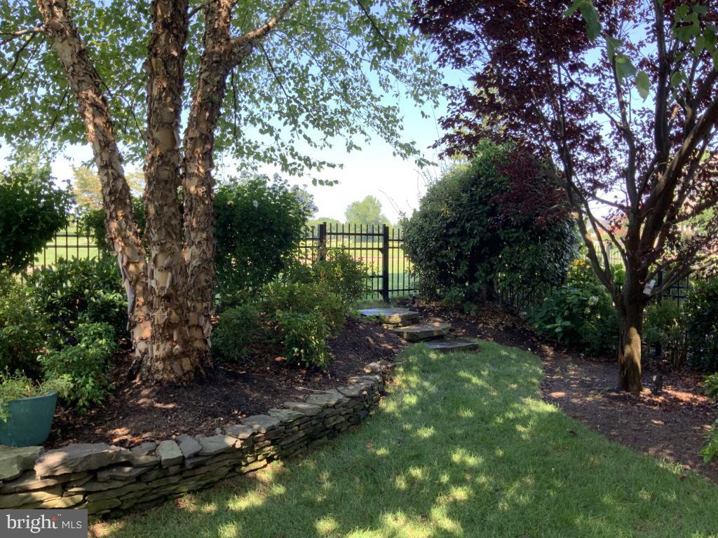 Mature trees create total privacy in backyard - 18375 FAIRWAY OAKS SQ, LEESBURG