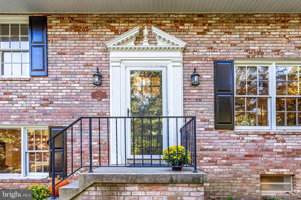 - 8517 FOREST ST, ANNANDALE