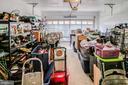 Spacious garage - 6132 POBURN LANDING CT, BURKE