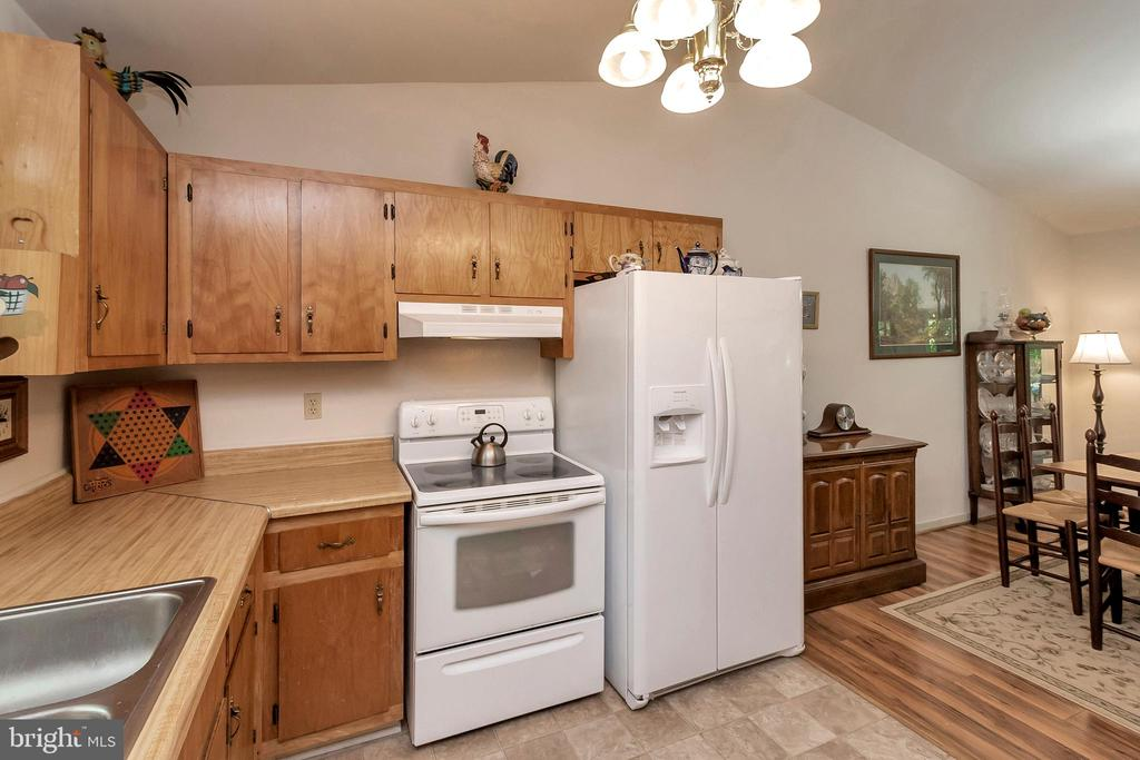 kitchen with look into dining area - 143 EAGLE CT, LOCUST GROVE