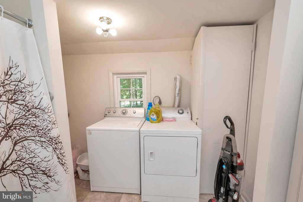 laundry off master bath with shelving - 143 EAGLE CT, LOCUST GROVE