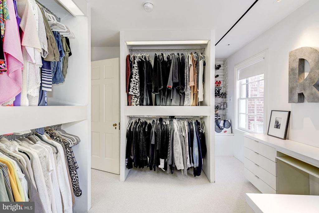 Dressing Room - 1355 28TH ST NW, WASHINGTON