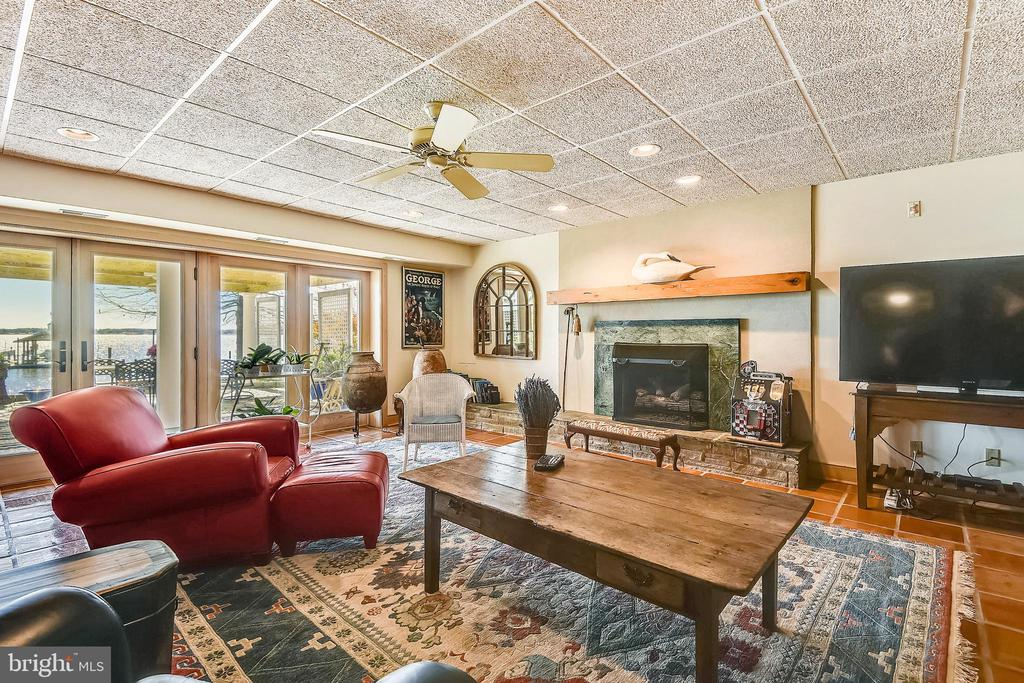 Family room with fireplace. Walk out to water. - 1 DEMYAN DR, ANNAPOLIS