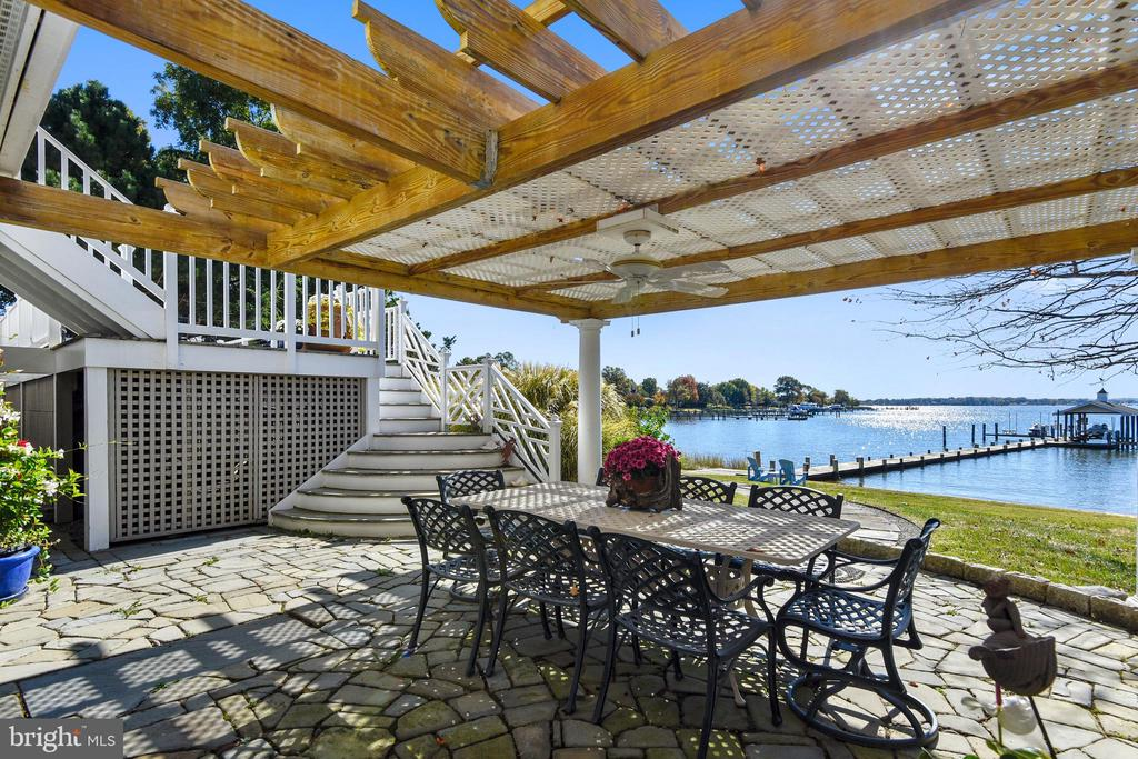 Pergola covering another spot for entertaining - 1 DEMYAN DR, ANNAPOLIS