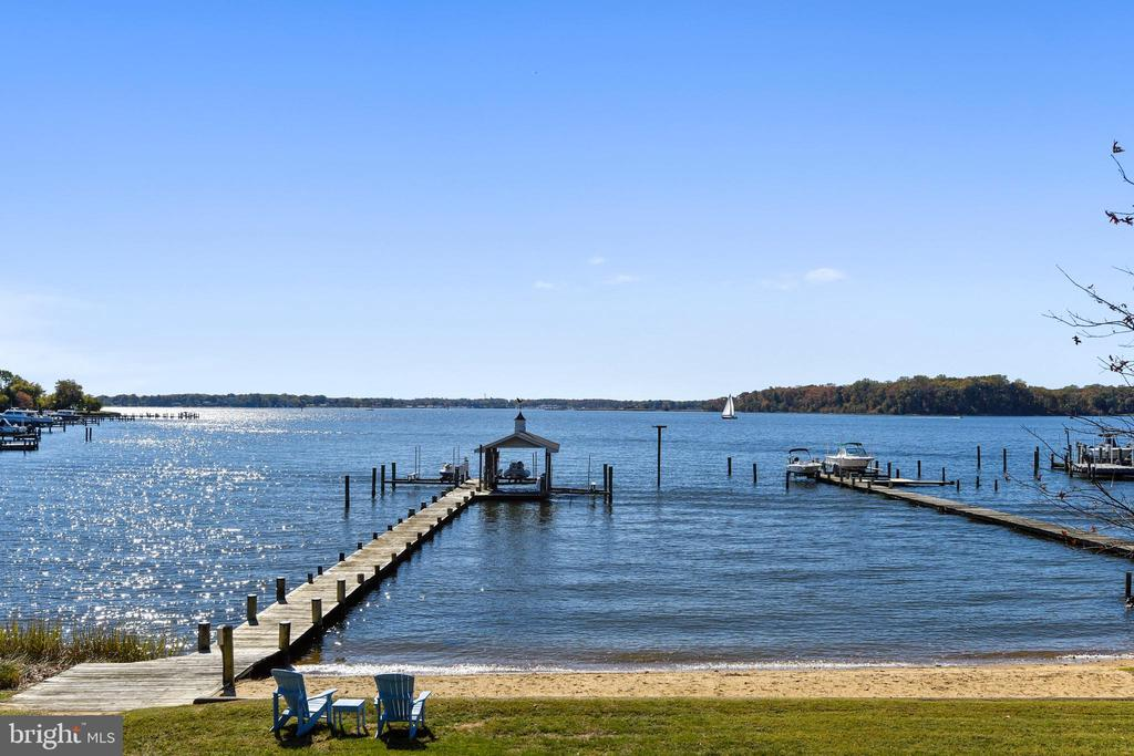 Pier with 3 slips and sandy beach - 1 DEMYAN DR, ANNAPOLIS