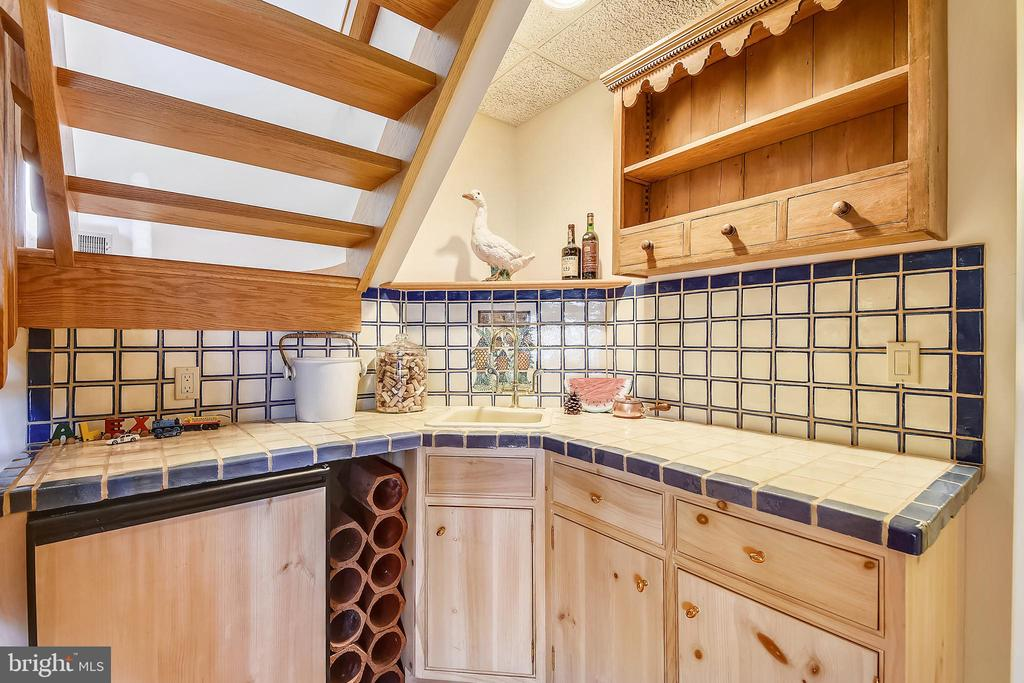 Wet bar in family room. Shelf not included - 1 DEMYAN DR, ANNAPOLIS