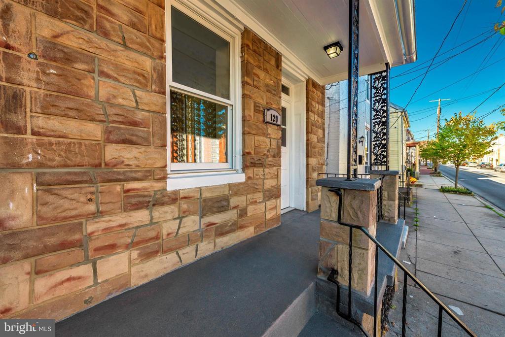 Exterior Front/Porch Detail - 120 W ALL SAINTS ST, FREDERICK