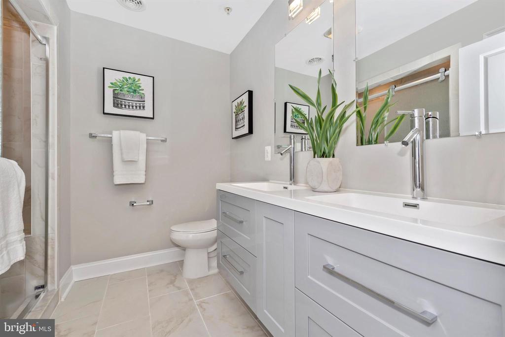 Master Bathroom - 120 W ALL SAINTS ST, FREDERICK