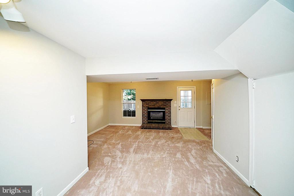 FAMILY ROOM 1 - 14308 ARTILLERY CT, CENTREVILLE
