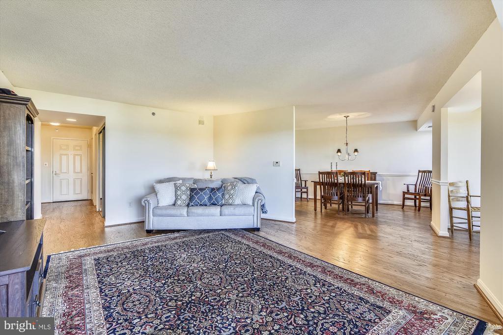 Living Room - 19385 CYPRESS RIDGE TER #414, LEESBURG