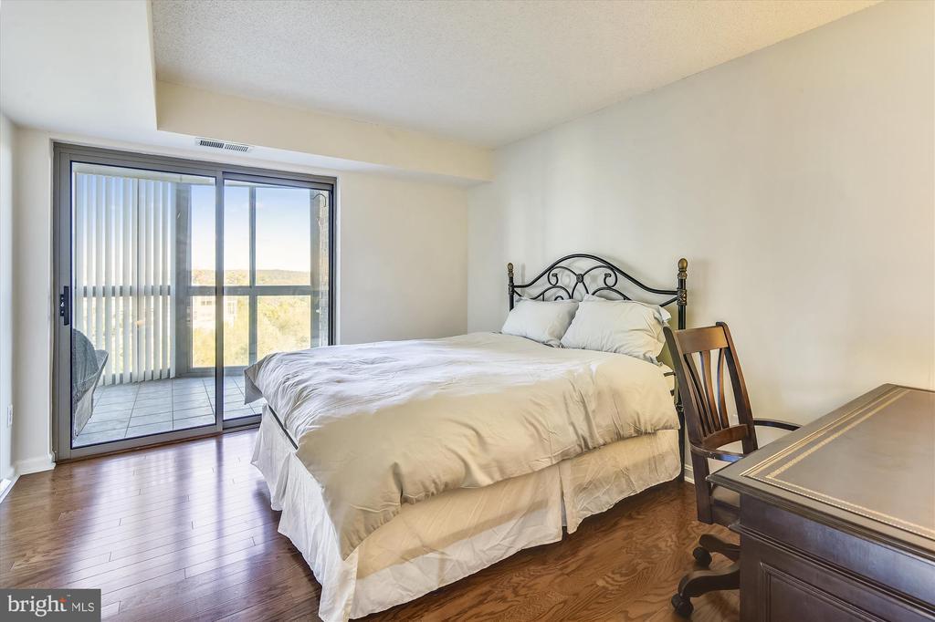 Generous Second Bedroom - 19385 CYPRESS RIDGE TER #414, LEESBURG