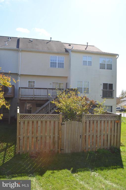 Fully fenced back yard - 2498 LAKESIDE DR, FREDERICK
