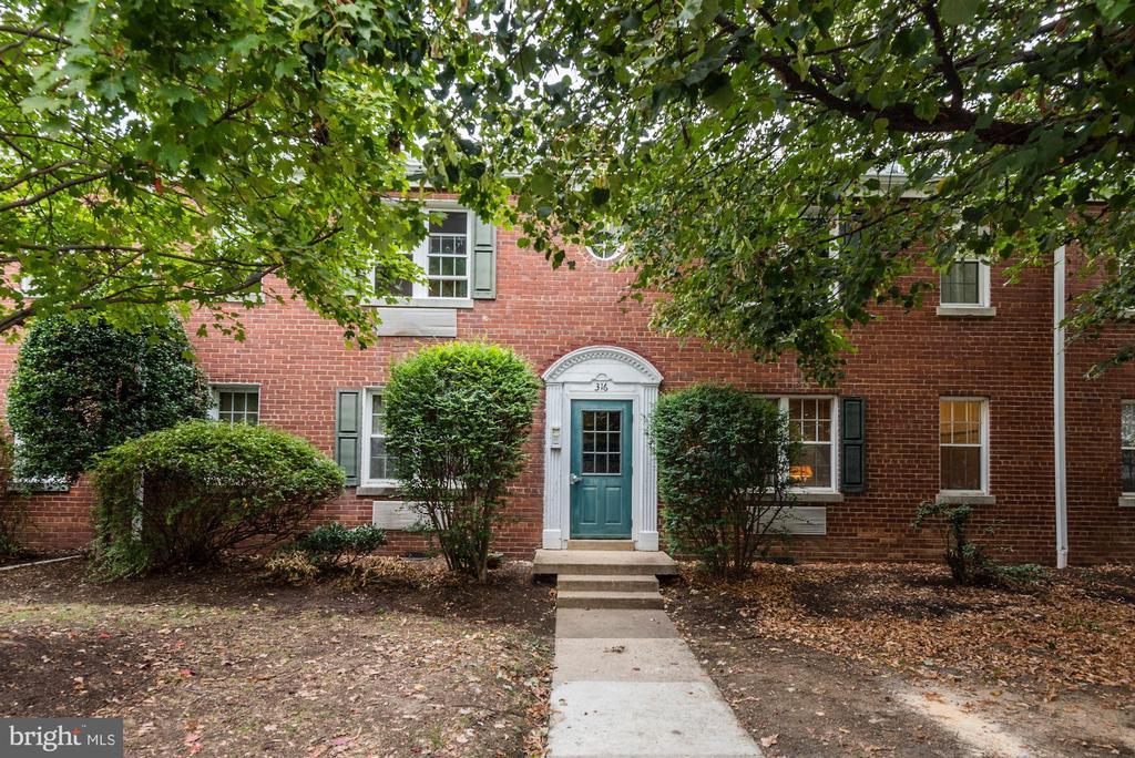Auburn Village - Colonial style garden apartments - 316 ASHBY ST #D, ALEXANDRIA