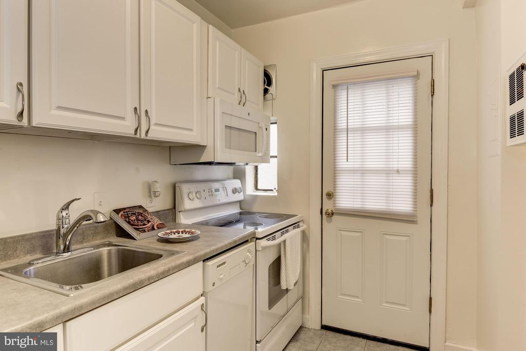 Dishwasher, microwave, electric range - 316 ASHBY ST #D, ALEXANDRIA