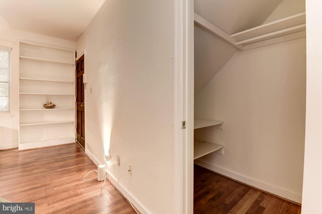 Large storage closet next to the kitchen - 316 ASHBY ST #D, ALEXANDRIA