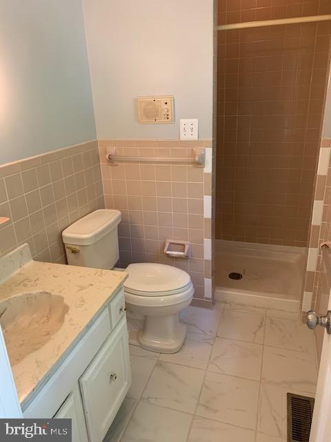 Owners Full Bathroom - 1209 RICHMOND DR, STAFFORD