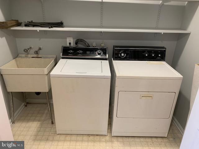 Laundry on MAIN Lvl - w/ Laundry Tub - 1209 RICHMOND DR, STAFFORD