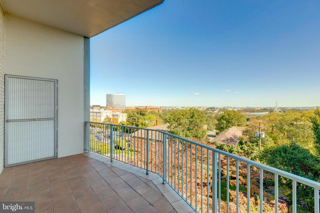 20 foot balcony - 1200 N NASH ST #538, ARLINGTON