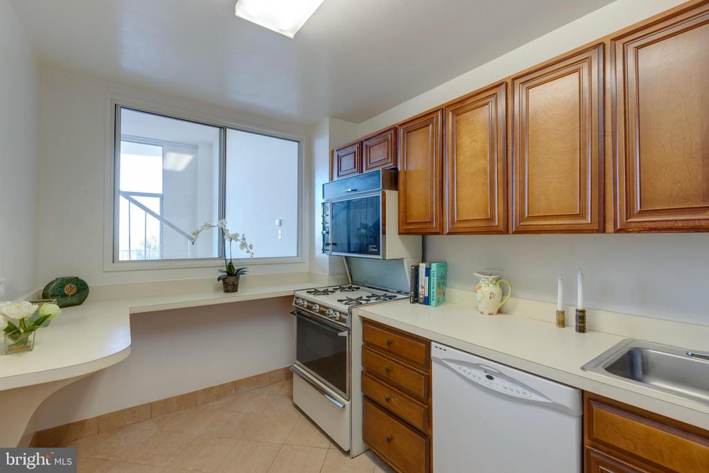 Kitchen with window to Living room - 1200 N NASH ST #538, ARLINGTON