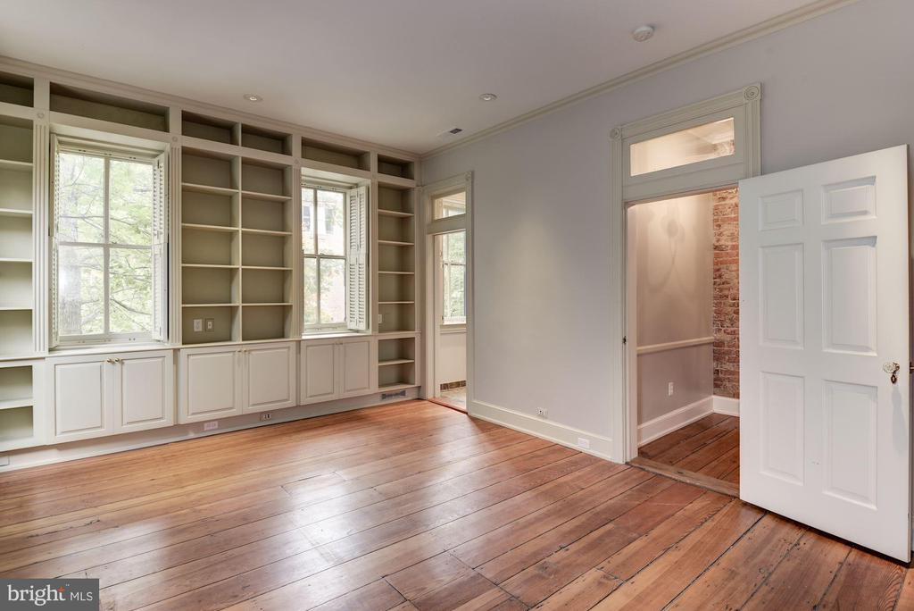 2nd Bedroom With Built-In Bookshelves - 3340 N ST NW, WASHINGTON
