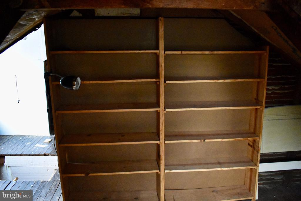 Attic Level shelving - 5608 1ST ST S, ARLINGTON
