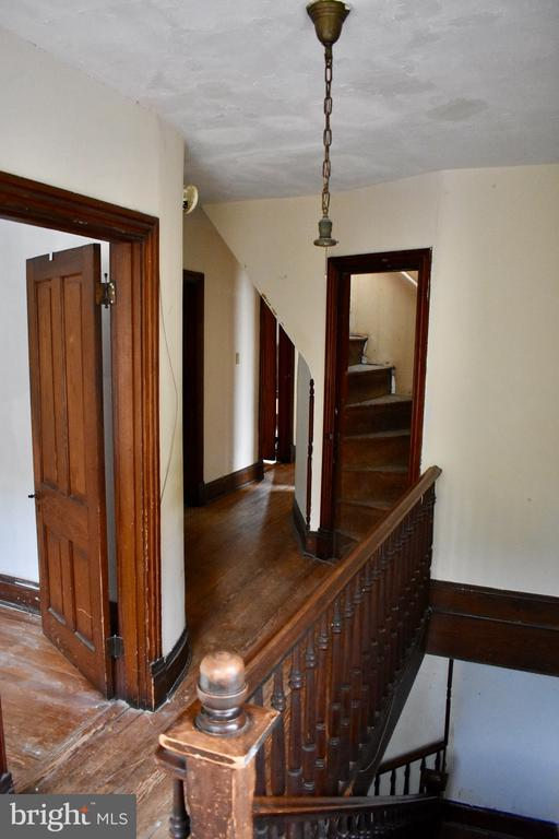 Bedroom Level Hallway - 5608 1ST ST S, ARLINGTON
