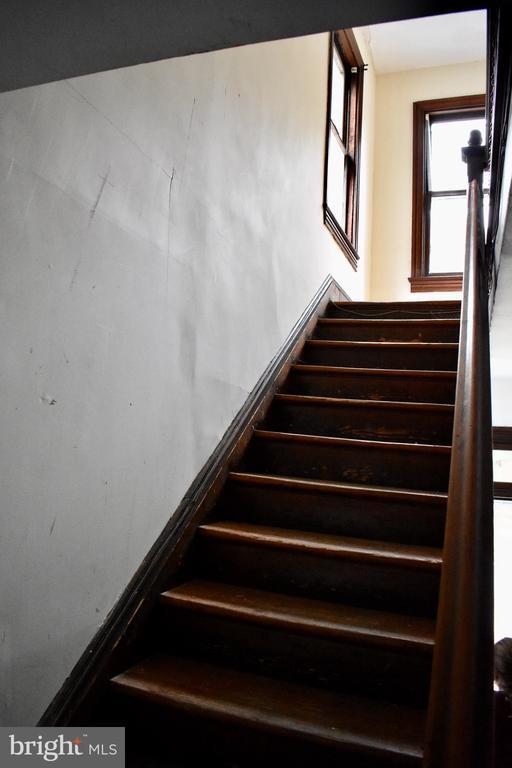 Staircase - 5608 1ST ST S, ARLINGTON