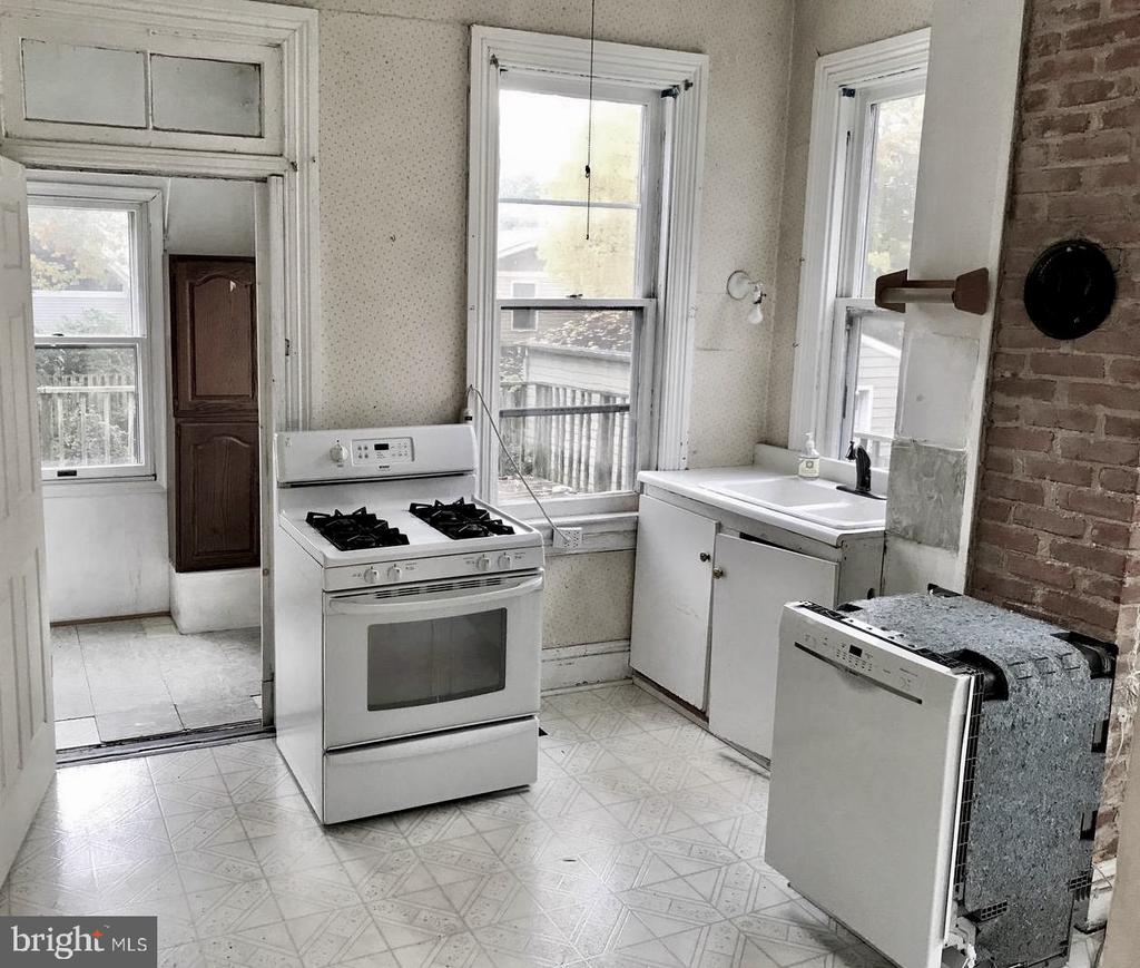 Kitchen - 5608 1ST ST S, ARLINGTON