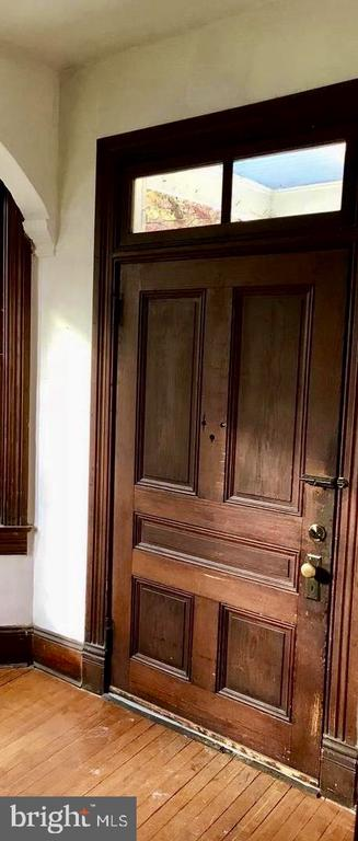Foyer Wood Paneled Door - 5608 1ST ST S, ARLINGTON