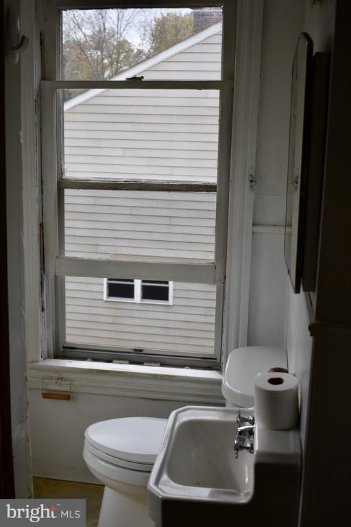 Full Bathroom - 5608 1ST ST S, ARLINGTON