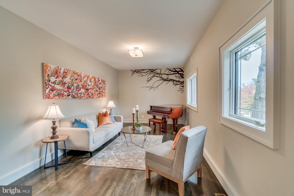 Living room - 512 N LITTLETON ST, ARLINGTON