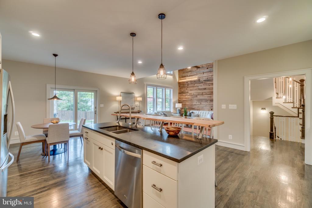 Kitchen w/view to great room - 512 N LITTLETON ST, ARLINGTON
