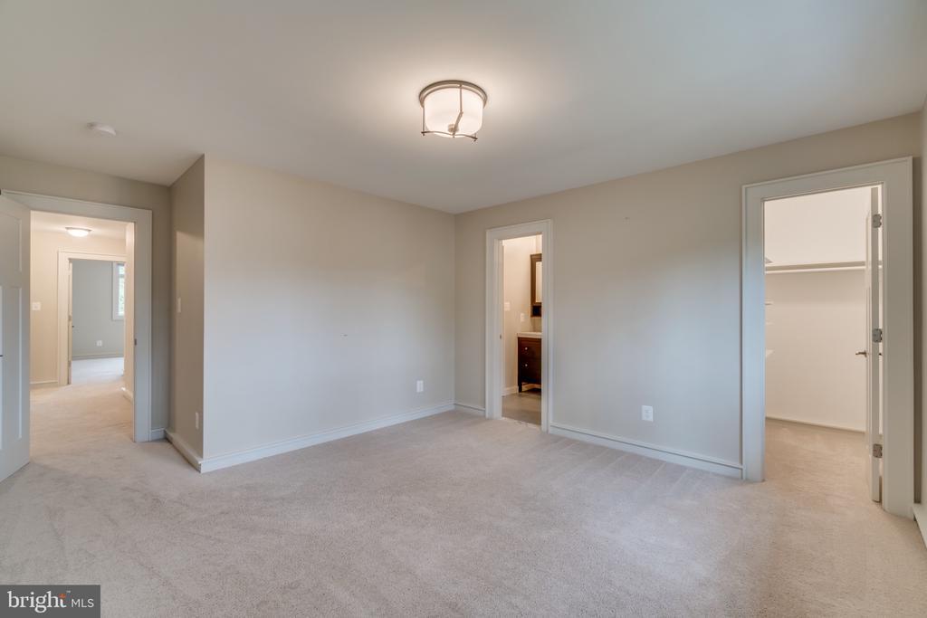 Bedroom #5 upstairs - 512 N LITTLETON ST, ARLINGTON