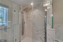Owners' suite walk-in shower - 512 N LITTLETON ST, ARLINGTON